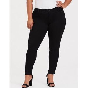 Torrid Black Skinny Jeans Mid Rise and Stretchy